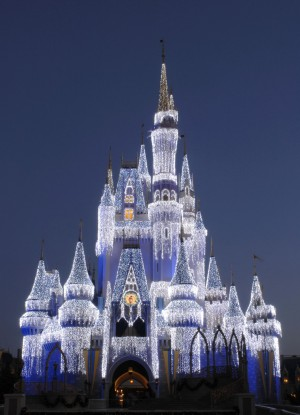 [Magic Kingdom] Château de Cristal copié sur Disneyland Paris - Page 2 Petit_christmascastle_wdw15