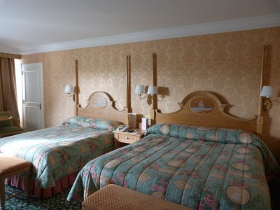 Les suites des h tels disney le castle club et l 39 empire for Chambre castle club disneyland hotel